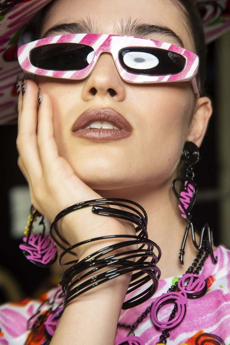 tendencias-gafas-ideas-moda-marcos-moschino