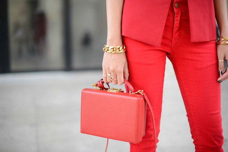 tendencias-moda-color-coral-estilo-bolso