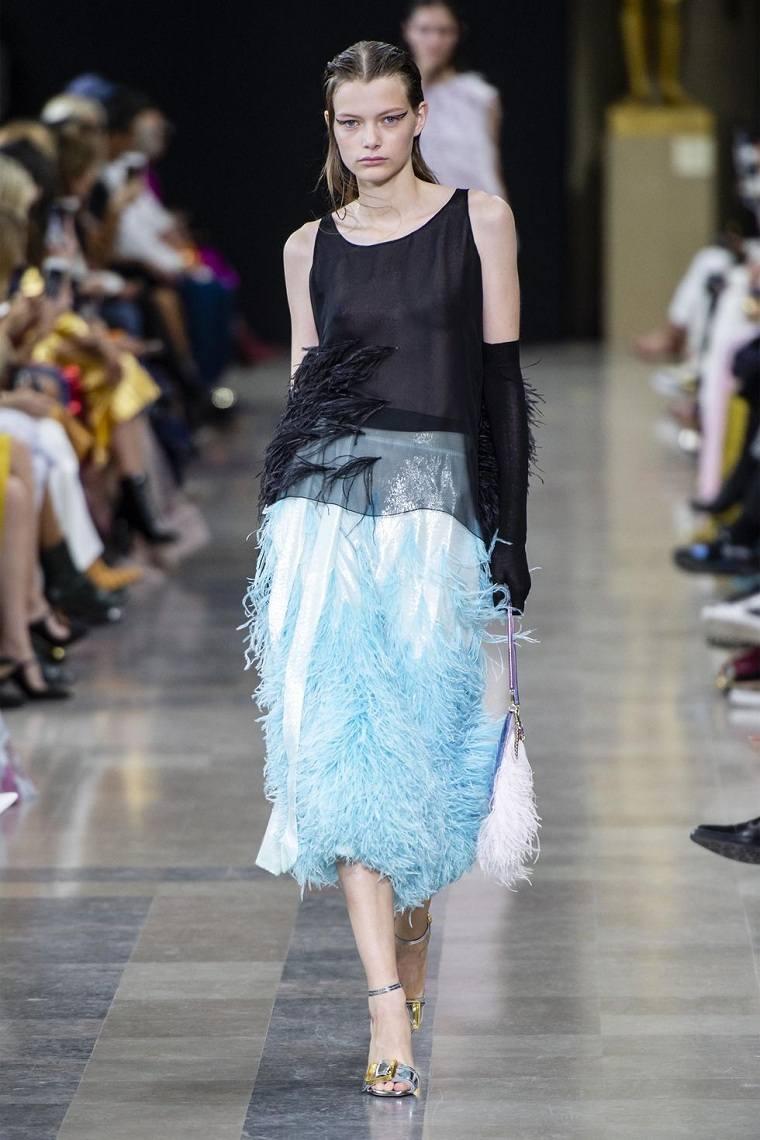 tendencias-moda-plumas-pasarela