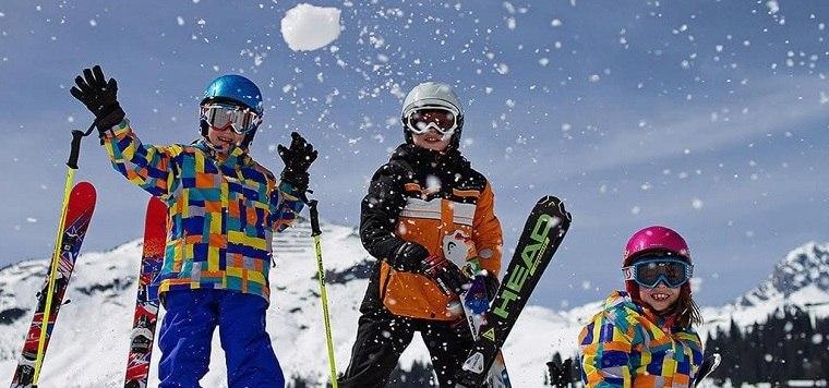 vacacion-invierno-ninos-esqui-deporte