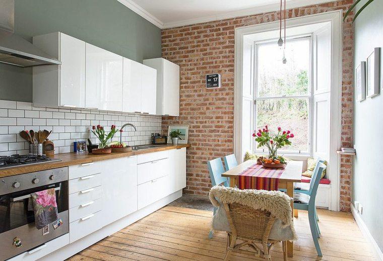 apartamento pequeño con comedor y cocina