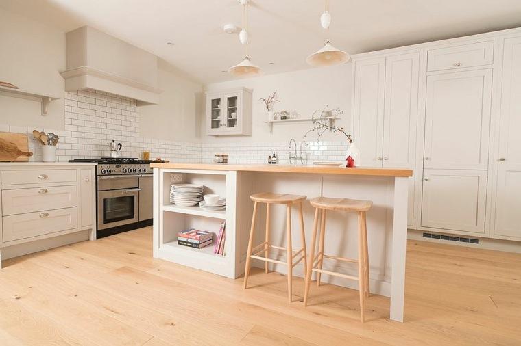 combinar madera y blanco en la cocina