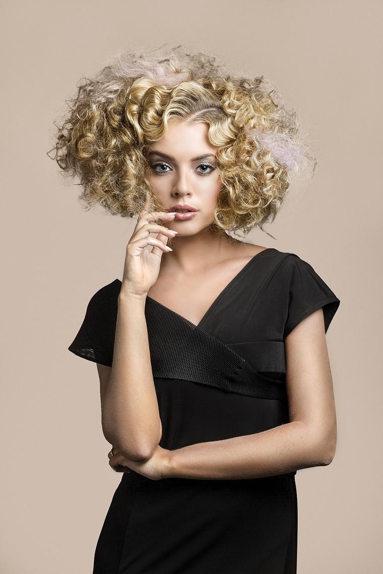 cabello-corto-rizado-opciones-estilo