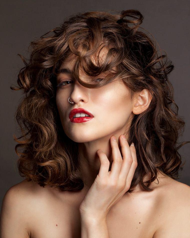 cabello-rizado-mujer-opciones-2019