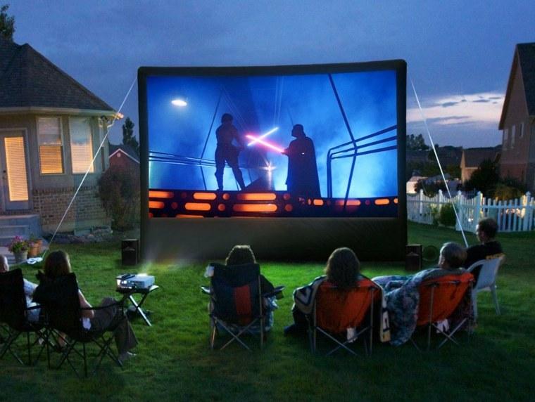 cine-en-casa-en-el-jardín-idea