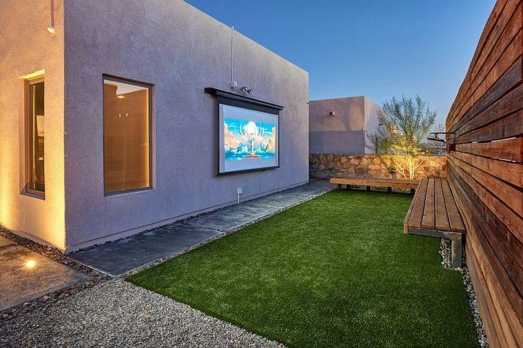 cine-en-casa-en-el-patio-trasero