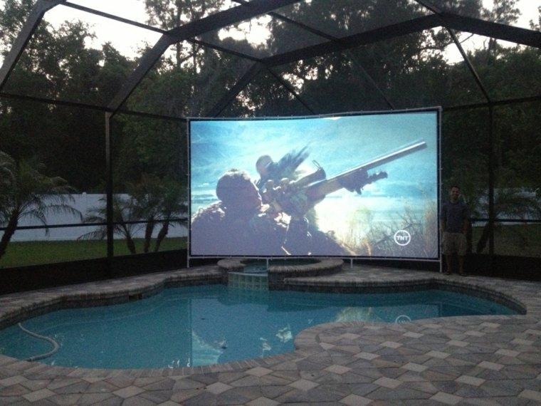cine-en-casa-junto-a-la-piscina (2)