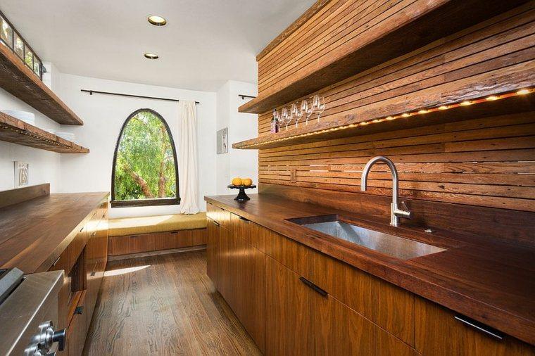 cocina contemporarea con gabinetes de madera