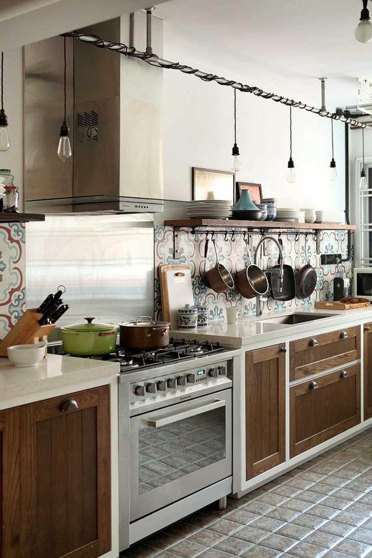 cocina con salpicadero de baldosas