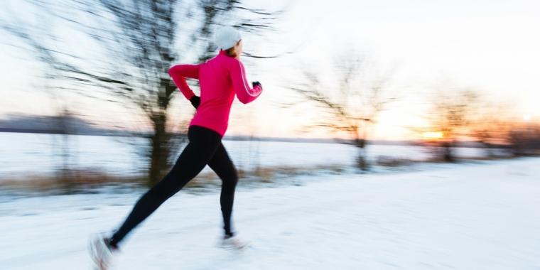 corriendo-afuera-en-invierno