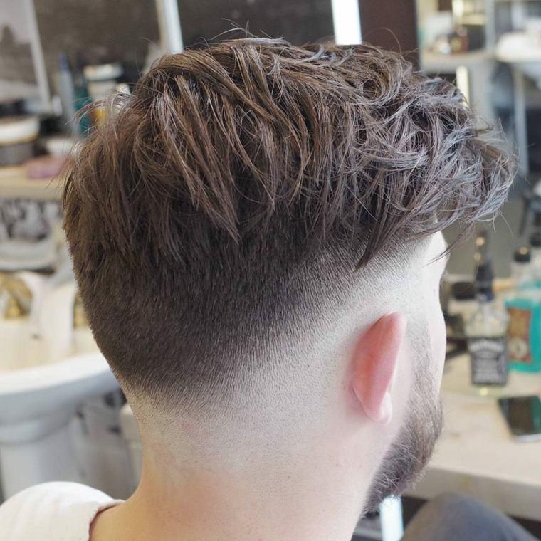 cortes-de-pelo-chico-2019-fade-cabello-largo-revuelto