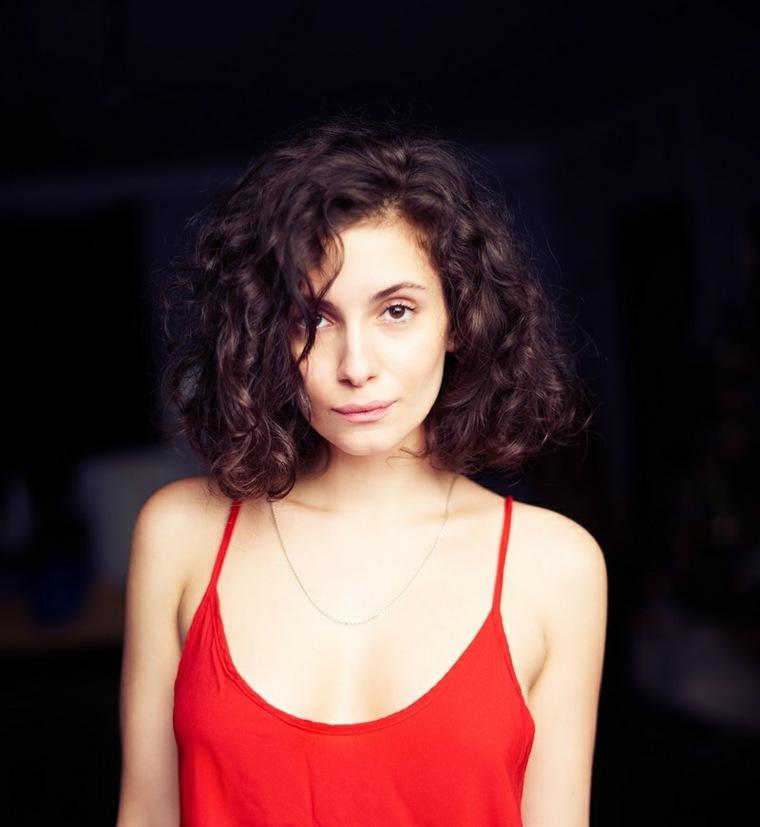 cortes-de-pelo-mujer-2019-cabello-corto-rizado
