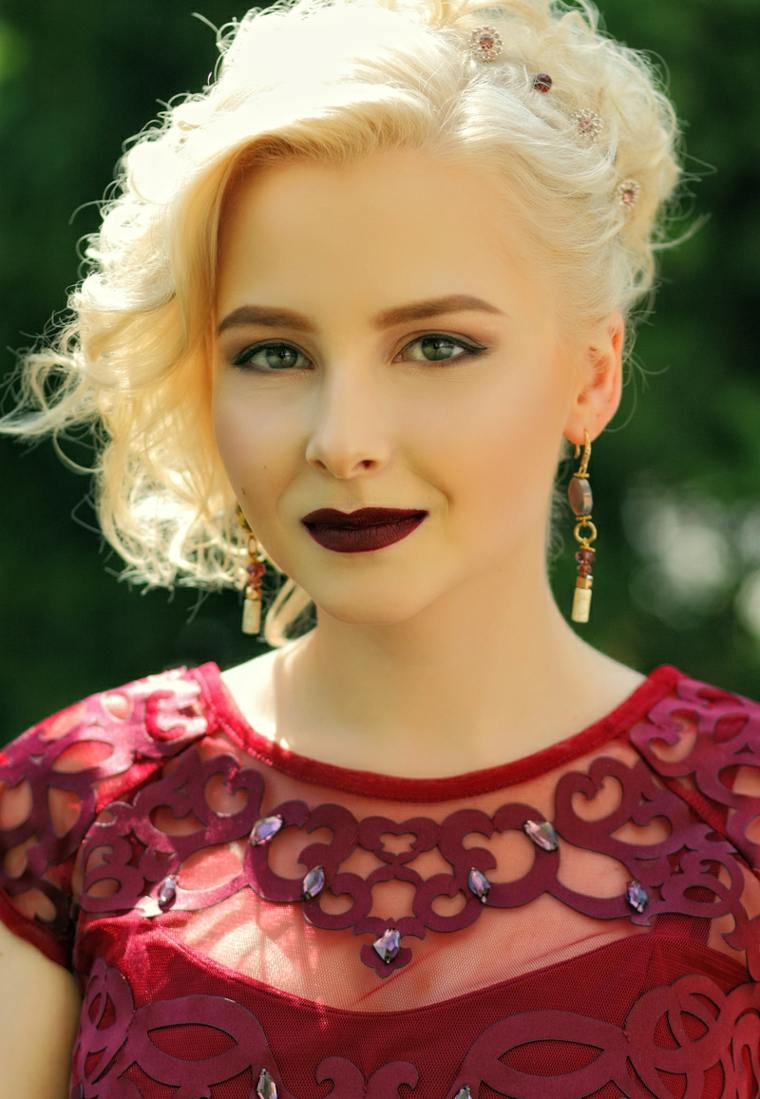 cortes-de-pelo-mujer-2019-cabello-recogido-detalles