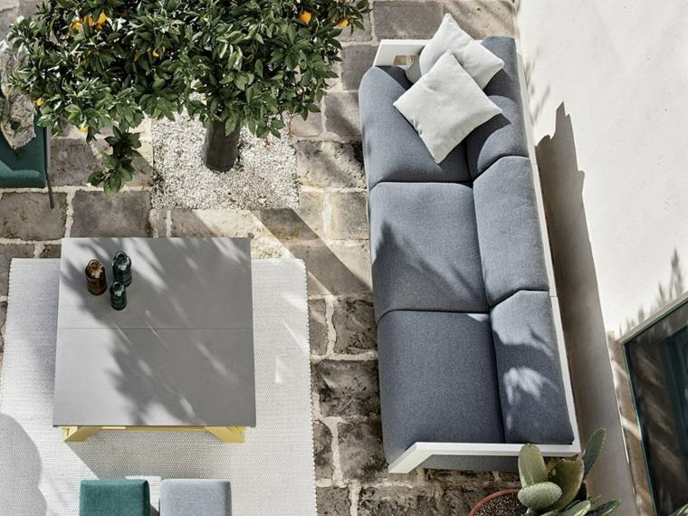 diseno-de-jardines-2019-sofa-gris-grande-ideas