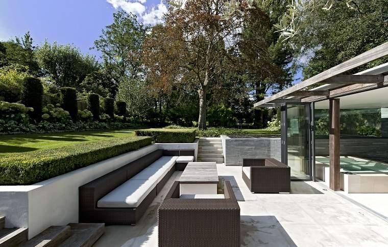jardin-moderno-diseno-2019-muebles-ratan