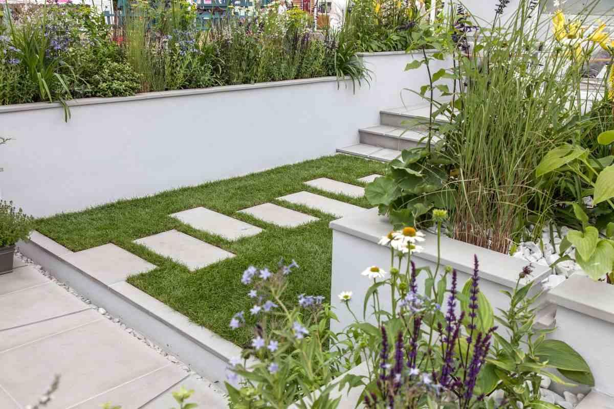 jardines con camino de piedra