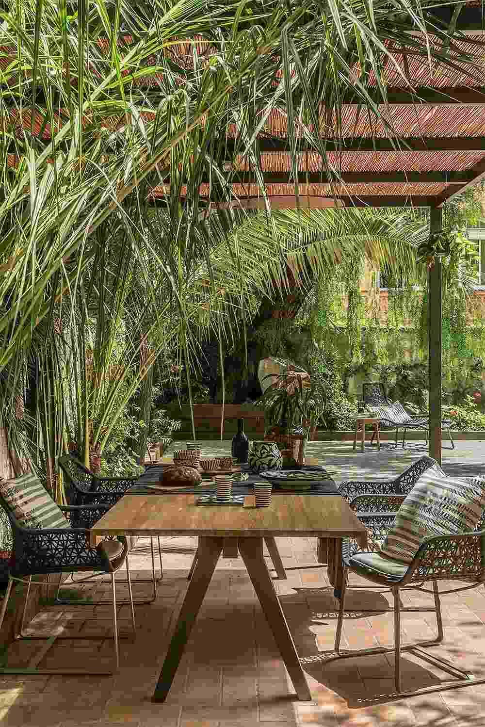 jardín diseñado por room studio