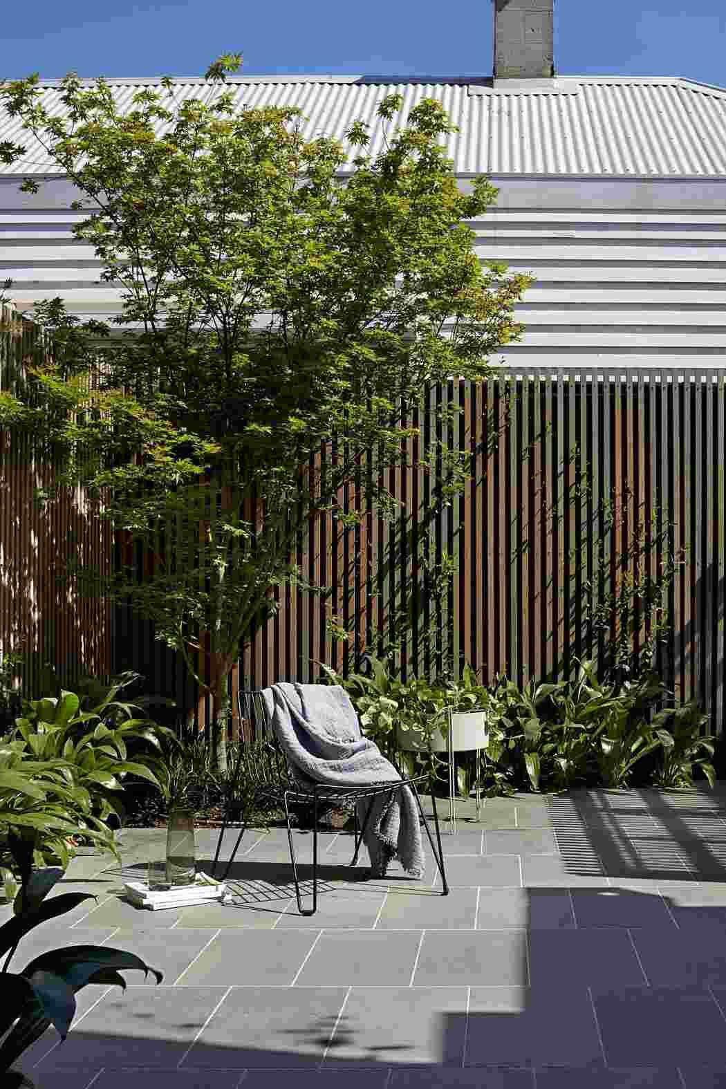 jardín diseñado por tom robertson architects