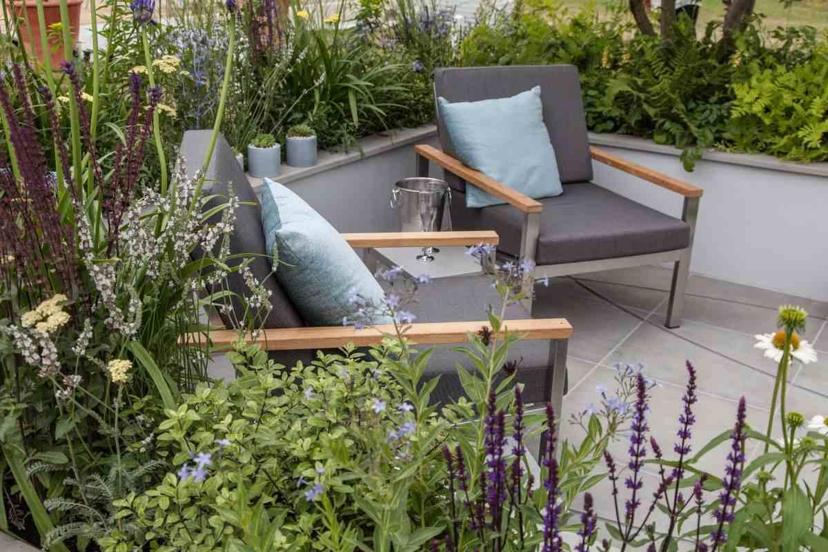 lugar de descanso en el jardín