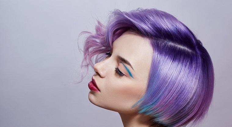moda-cabello-opciones-estilo-chica-cabello-purpura