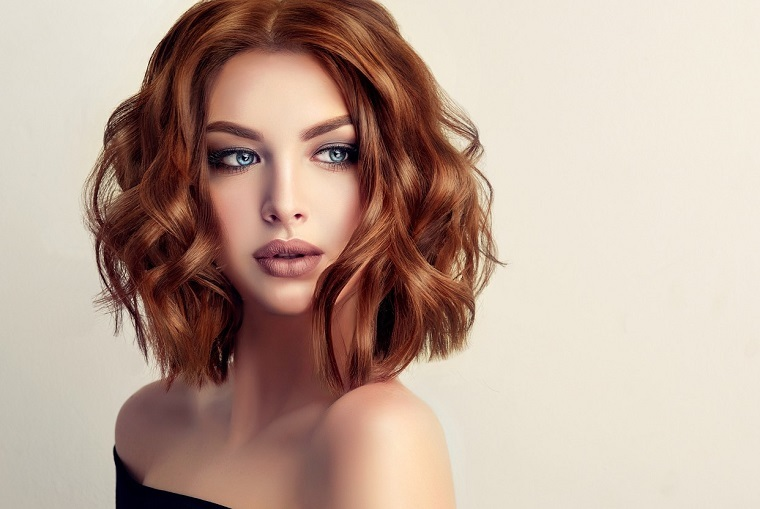 mujer-cabello-rojo-estilo-moda-2019
