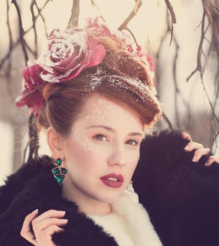 mujer-flores-cabello-ideas-rosas