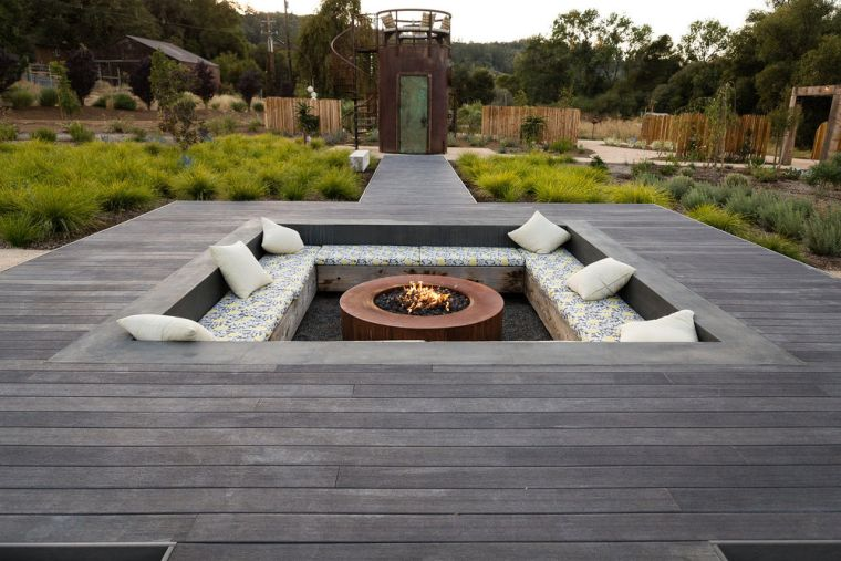 lugar de fuego en el jardín