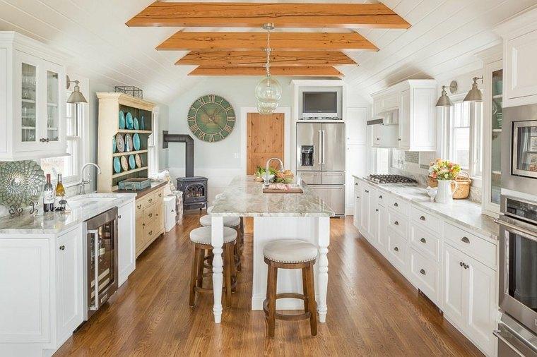 cocina con piso de madera