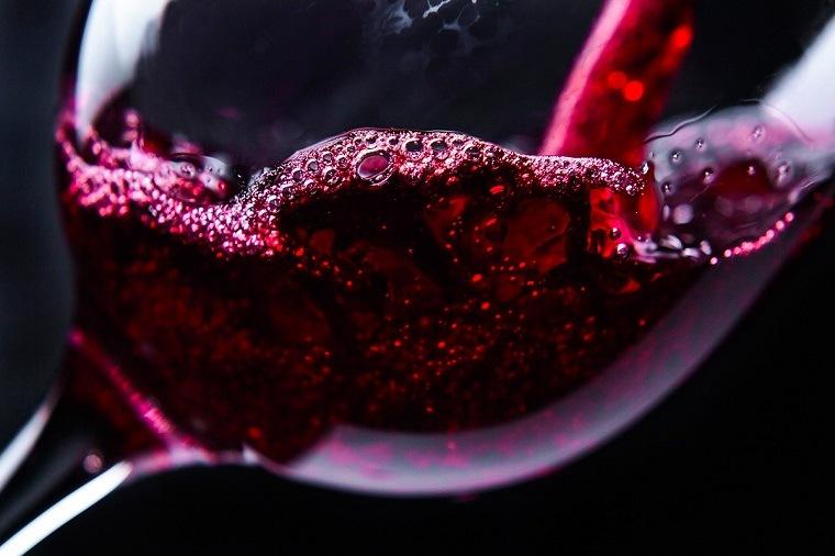 sorpresas-san-valentin-degustar-vino-rojo