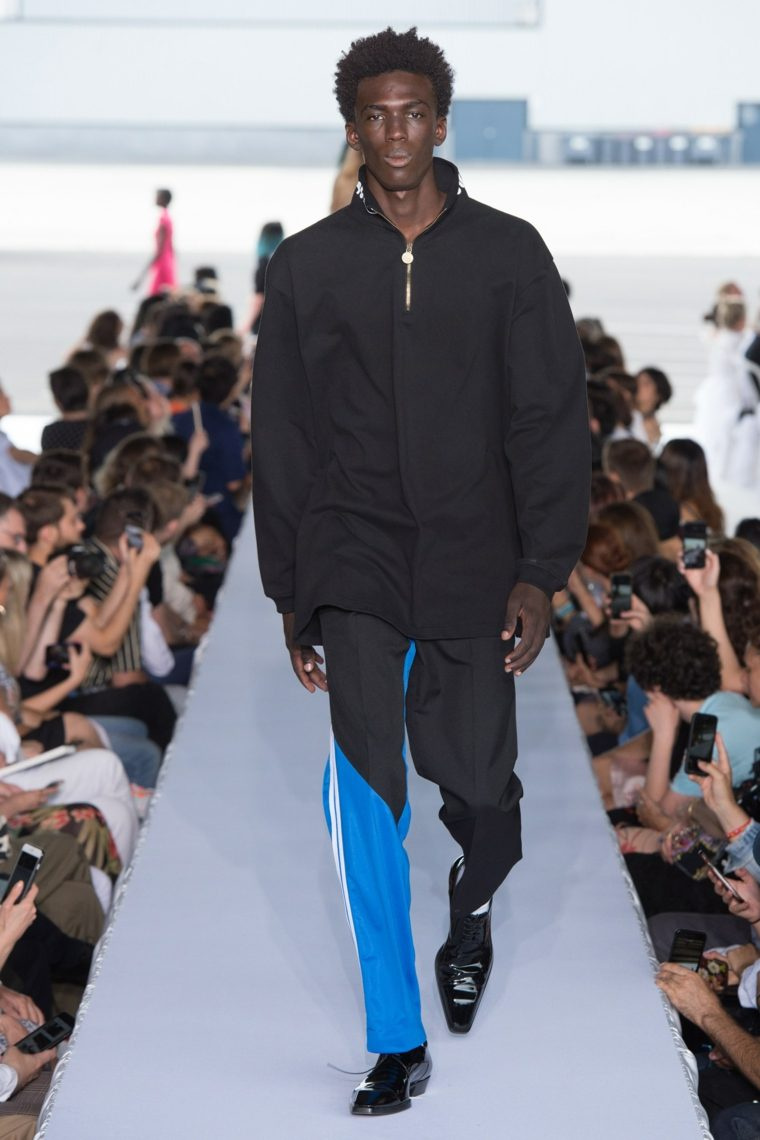 tendencias-2019-moda-Vetements-pasarela-diseno