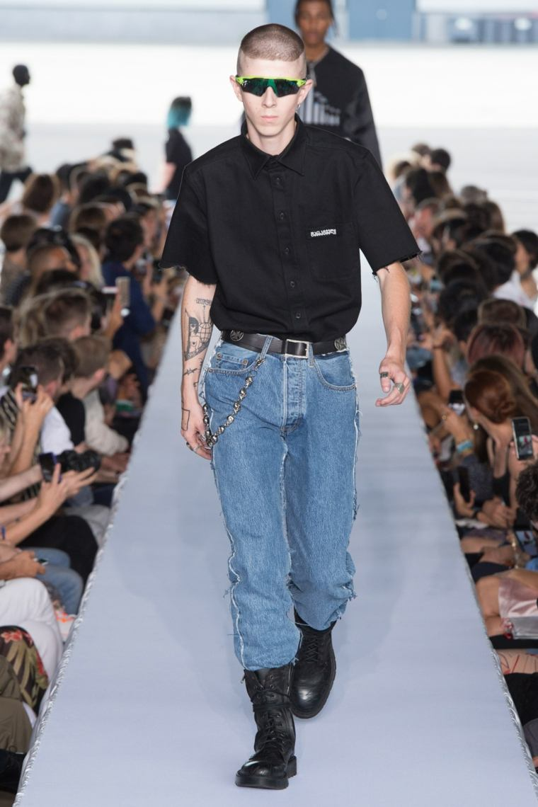 tendencias-2019-moda-Vetements-pasarela