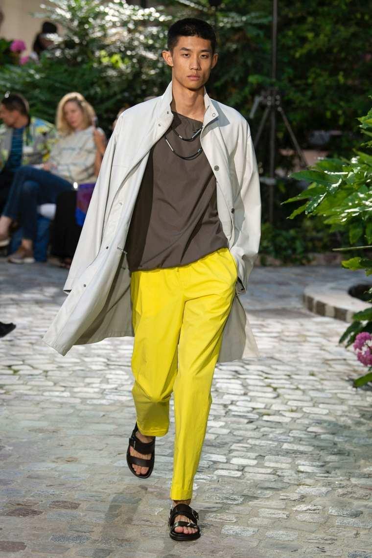 tendencias-2019-moda-hermes-pantalon-amarillo