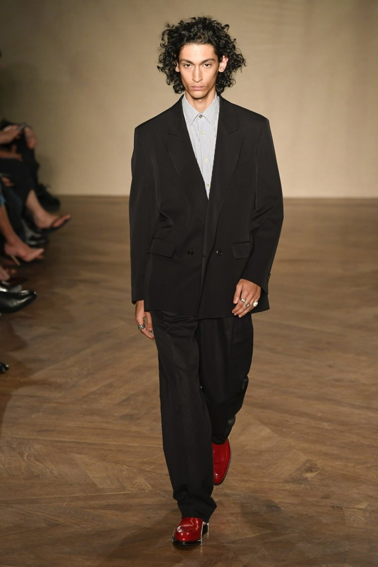 tendencias-moda-2019-paul-smith-traje-negro