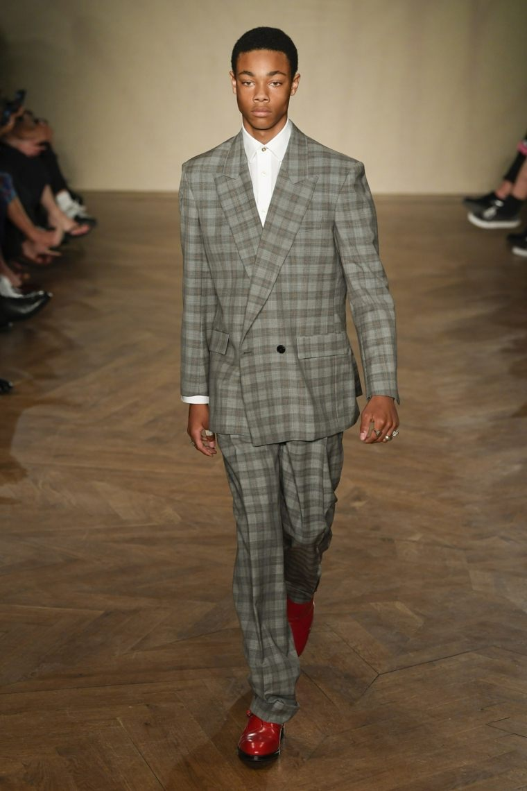 tendencias-moda-2019-paul-smith-traje