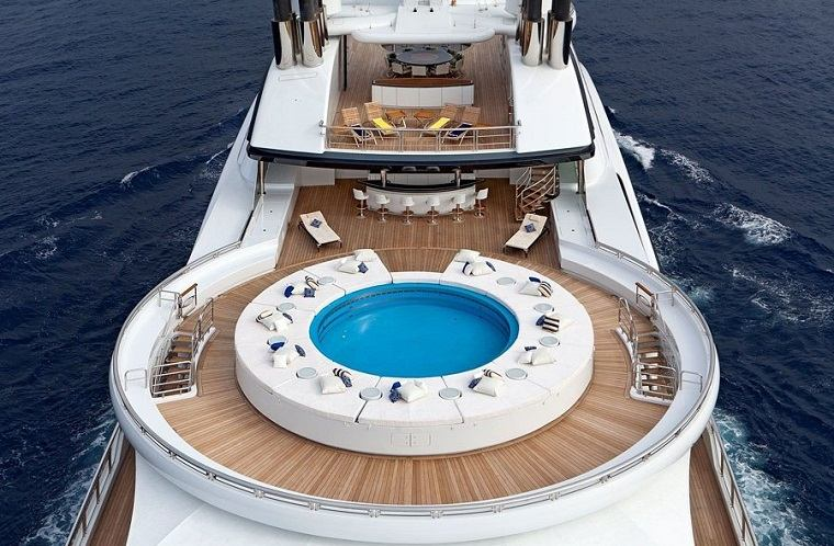 yates-lujo-serene-costo-330-millones-piscina