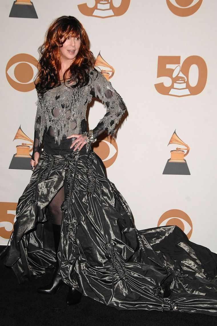 cher-vestido-negro-estilo-gotico