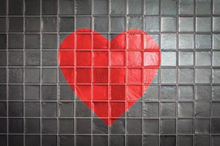 corazones en-los-azulejos-del-baño