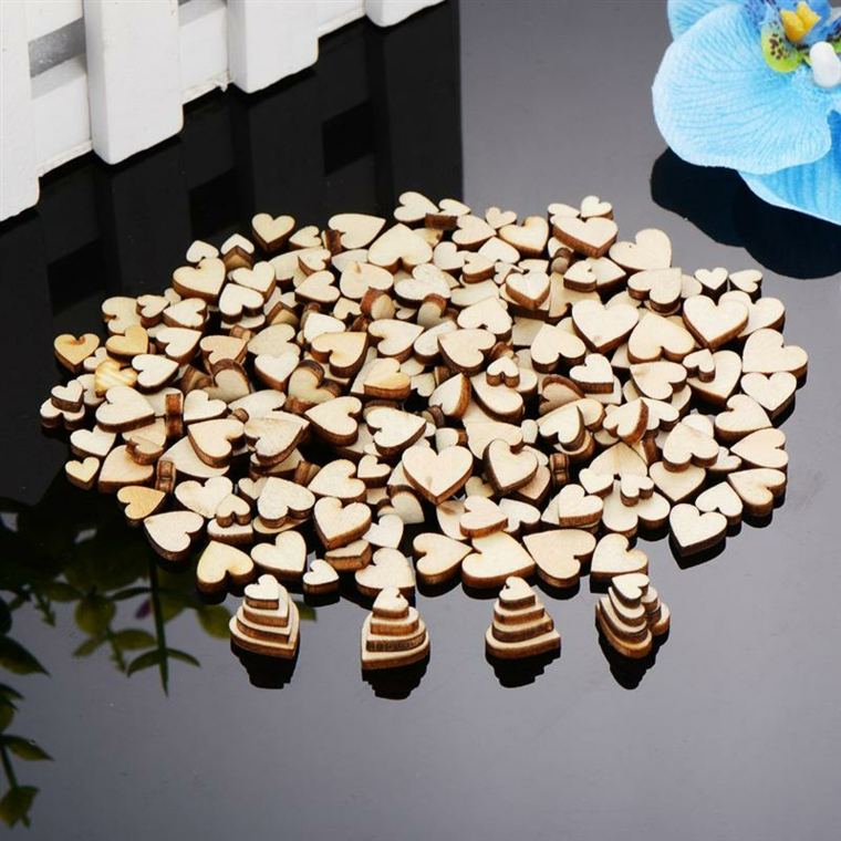 corazones pequeños-de-madera