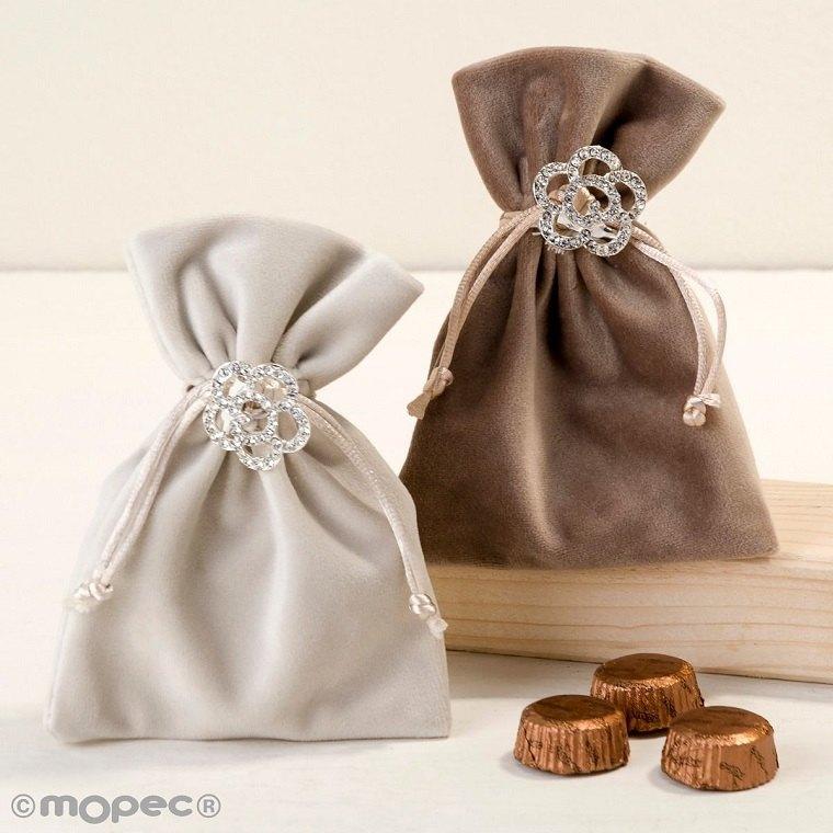 detalles-de-boda-invitados-bolsa-broche
