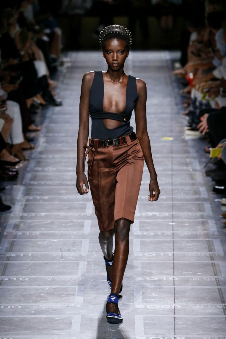 disenos-moda-primavera-verano-2019-prada-mujer