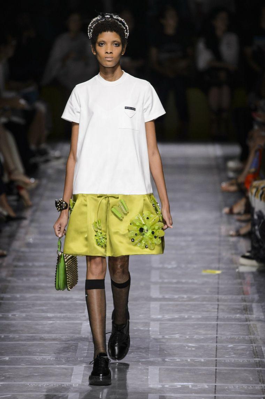 disenos-moda-primavera-verano-2019-prada-mujeres