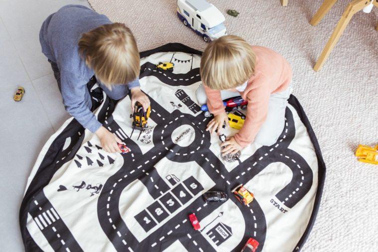 habitación infantil alfombra para jugar