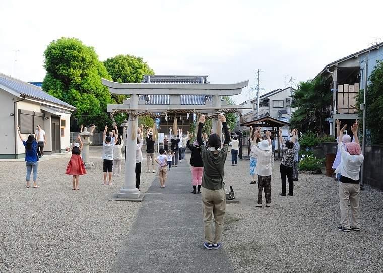 japoneses-ejercicio-matutino-radio