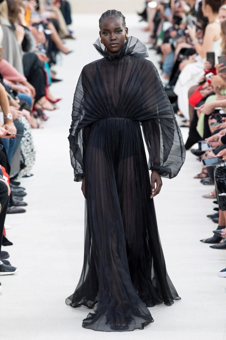 moda-primavera-verano-2019-valentino-ropa-moderna