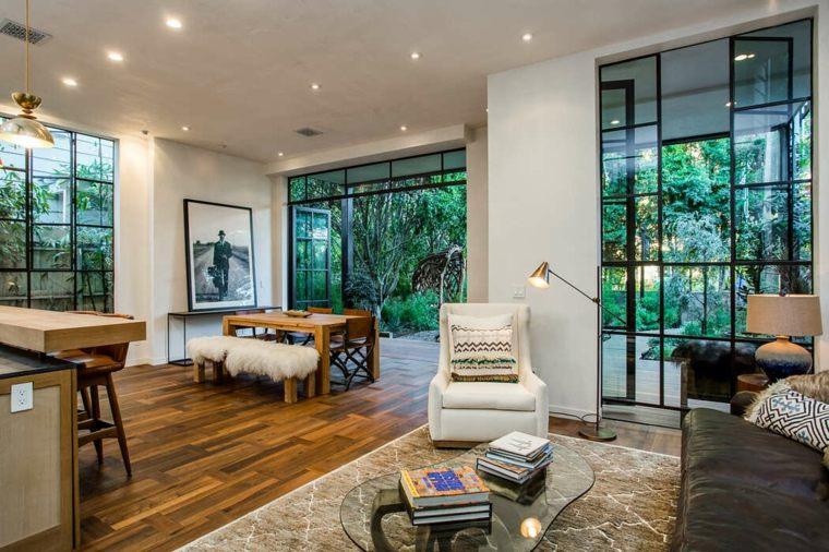 muebles y accesorios en el dormitorio diseñado por kim gordon designs