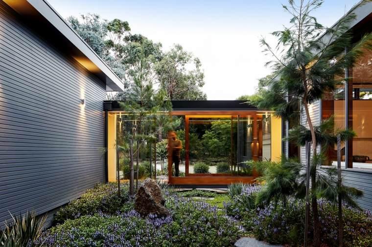 Un hogar contemporáneo que combina la naturaleza con espacios amplios