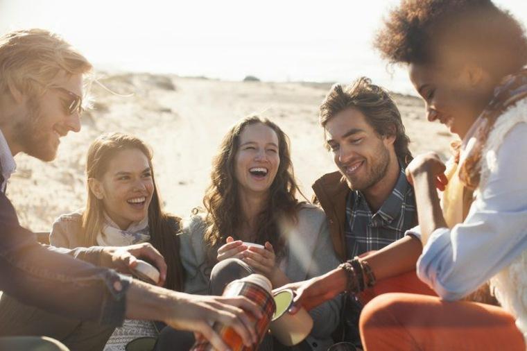 relajarse con amigos