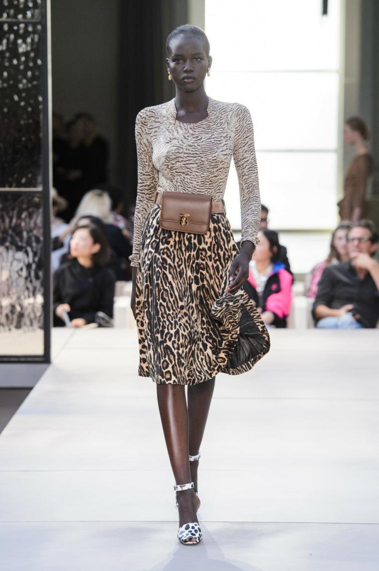 tendencias primavera verano 2019-diseno-Burberry-moda-mujer