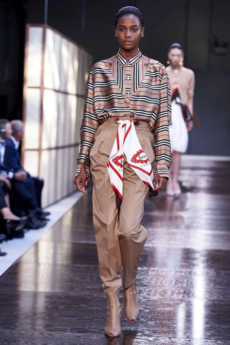 tendencias primavera verano 2019-diseno-Burberry-pasarela