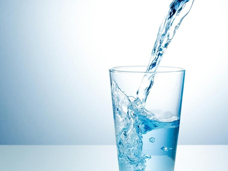 beber mucha agua-beneficios-consejos-bienestar
